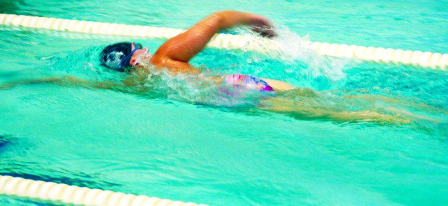 Senior Elizabeth Austin practices freestyle during practice. Photo by Daniela Paz