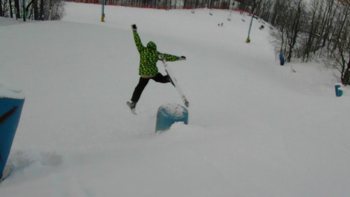 Ben Miller, freshman, has been skiing for about three years. Every winter, Miller goes skiing. Photo by Jonah Van Dyk