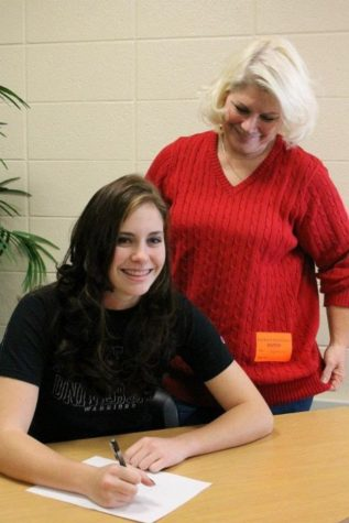 Alex Elwell committed to play softball at Wayne State for four years. WIth her in the picture is her mom, who along with her dad, she credits for supporting her.
