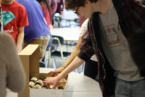 Link Crew's Cupcakes and Conversation Inspires New Members
