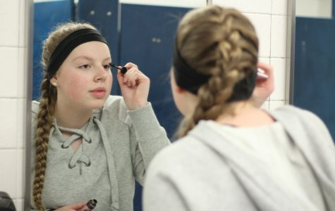 Beauty Standards and Body Image: How Society Uses Social Media to Target Young Girls