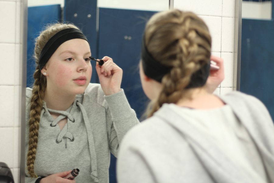 Junior Stephanie Hoogerheide touches up her mascara after lunch. She frequently does this to look refreshed and feel good to take on the rest of her day.