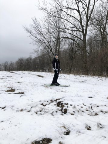 Freshmen uses skiing to bond with family